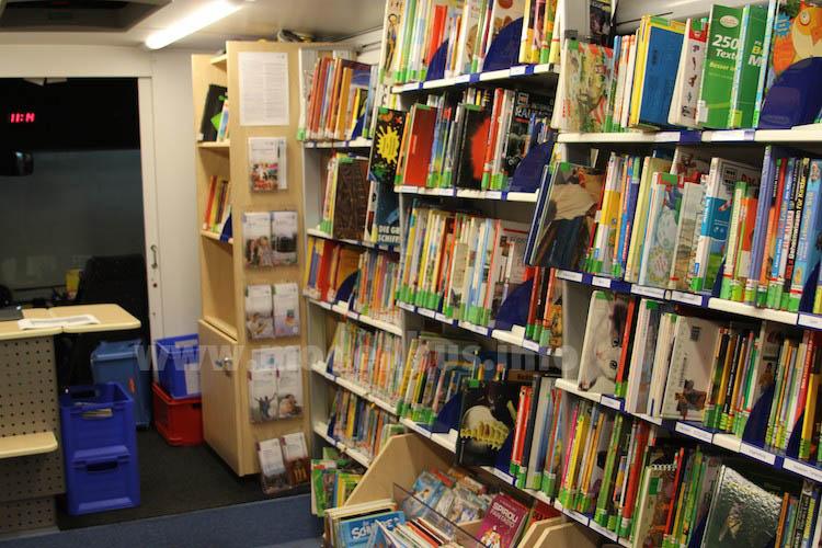 Einer großer Teil des Angebots sind nach wie vor Bücher. Foto: Schreiber