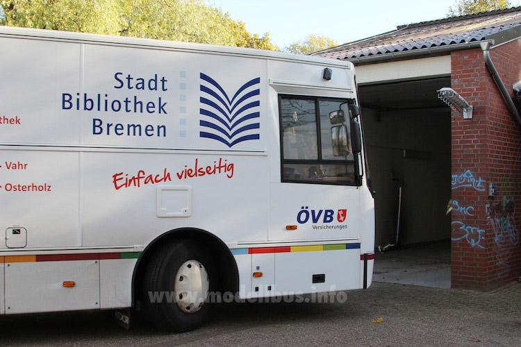 Passt: Die rollende Bücherei kommt fast überall hin... Foto: Schreiber