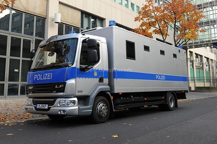 Die Berliner Polizei hat zwei DAF LF45 für den Gefangenentransport in den Dienst gestellt. Die beiden Zwölftonner mit jeweils fünf getrennten Zellen im Kofferaufbau...
