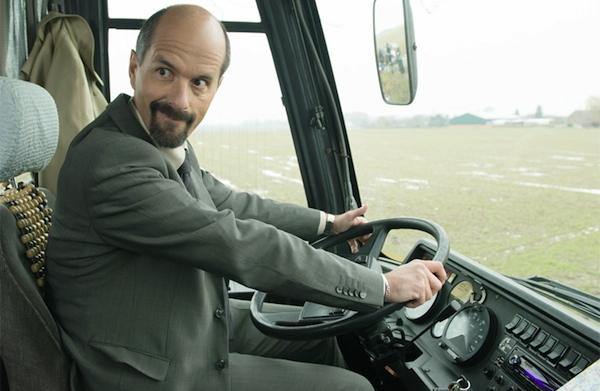 Stromberg als Busfahrer. Foto: Brainpool / Willi Weber