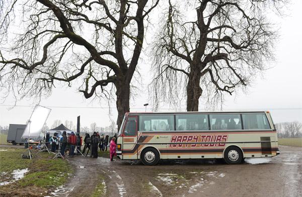 Der S 210 H gut ausgeleuchtet am Filmset - Foto: Brainpool / Willi Weber