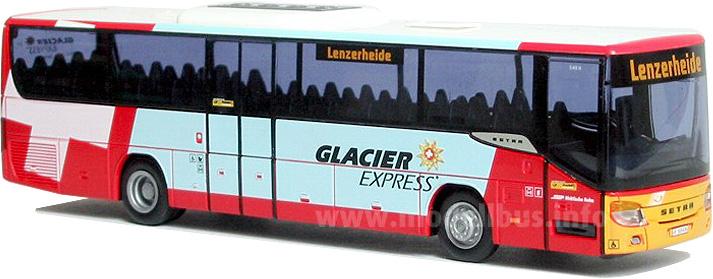 Der Setra S 415 H von postAuto wirbt für den Glacier-Express.