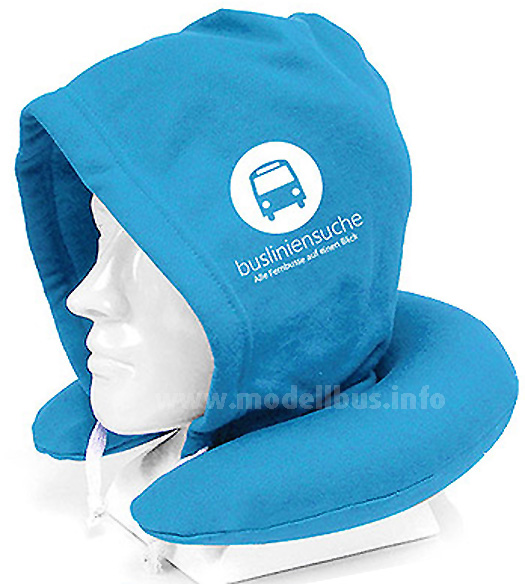 Ganz entspannt im Fernbus schlummern oder für einen Powernap: Der Hoodie-Pillow.