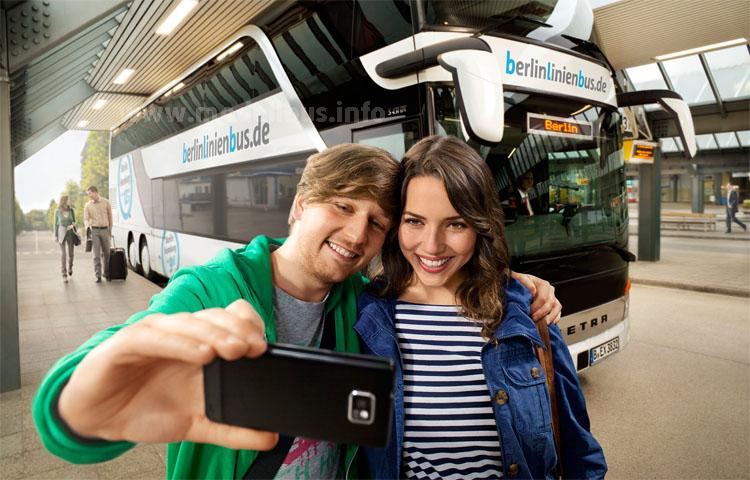 Fernbusse mit digitaler Bibliothek