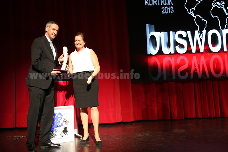 Mieke Glorieux ehrt Rudi Kuchta zum Busbilder of the Year 2013