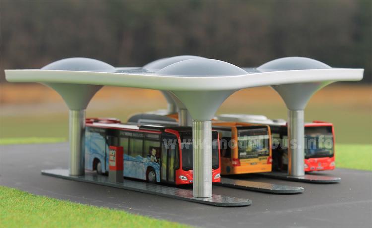 Altdorfer Freiheit: Eine Bushaltestelle als Fertigmodell im Maßstab 1/87