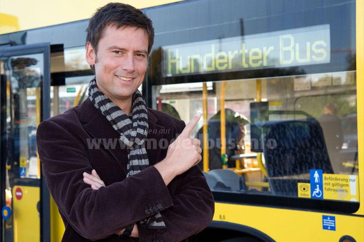 Sascha Hingst lädt zum Interview in den Linienbus der Linie 100. Foto: RBB