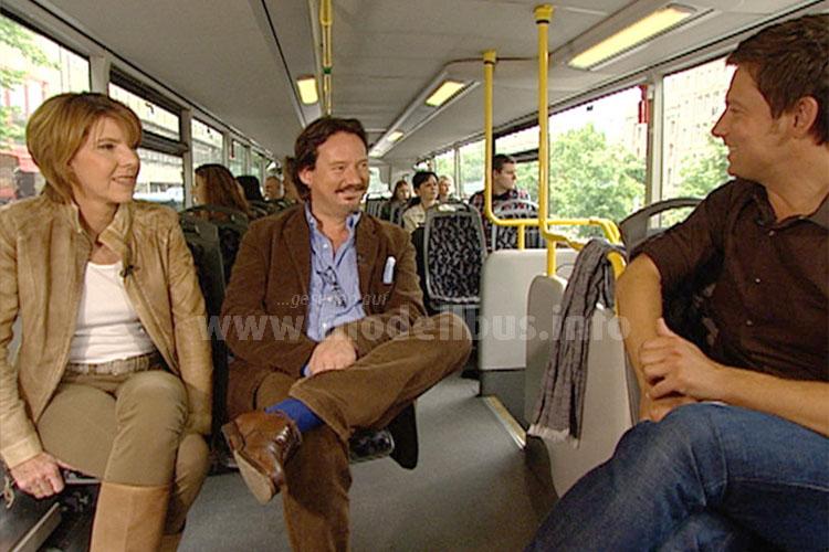 Neben der musikalischen Einlage stand aber das Gespräch mit Bettina Böttinger und Kolja Kleeberg im Fokus der Busfahrt. Foto: RBB