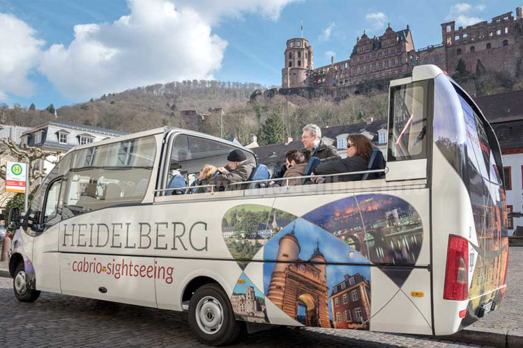 """Durch Heidelberg geht es bei gutem Wetter sogar """"oben ohne""""."""
