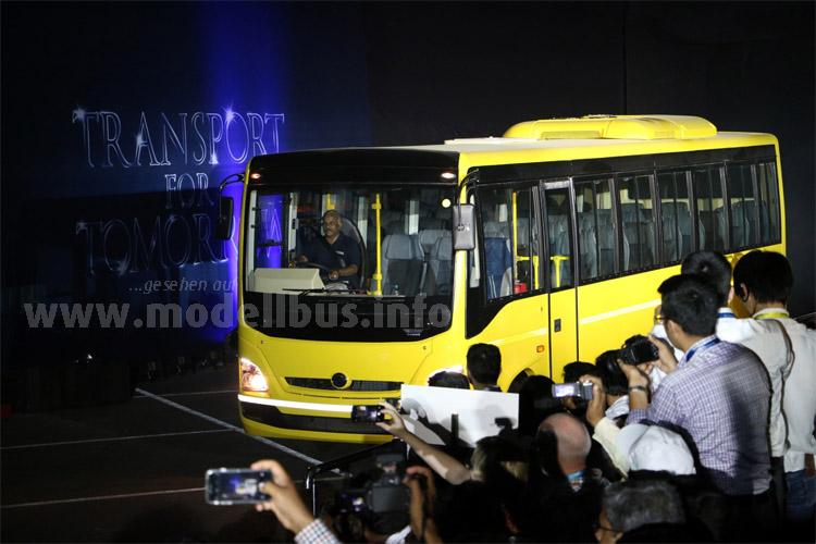 Daimler fährt in Indien vor und bietet eine ganze Reihe unterschiedlicher Omnibusse an.