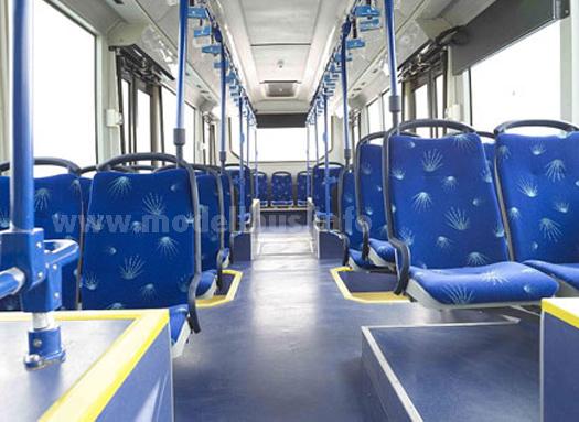 Ein durchgehend ebener Boden und nur eine Stufe in der Fahrgastraum - der JanBus.