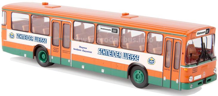 Mit zwei verschiedenen Bandenwerbung erhältlich: Der Mercedes-Benz O 307 der RVO.