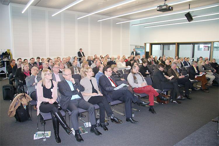 ... das Publikum lauscht gespannt und gewinnt Wissen über den Beruf.
