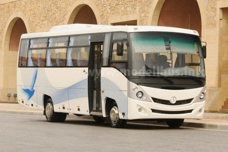Basis ist Daimlers Frontmotor-Busfahrgestell OF 9t, der Aufbau stammt von MCV.