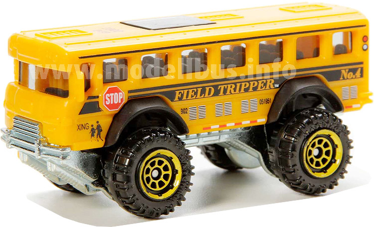 Mit diesem Schulbus geht es auch über Stock und Stein zur Schule.