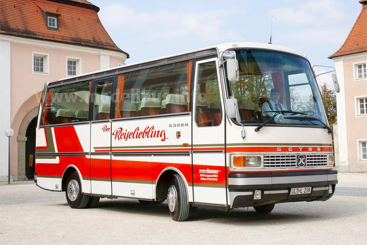 Ein Setra S 208 H aus dem Jahr 1979 - die Aufschrift Reiseliebling ist wörtlich zu verstehen...