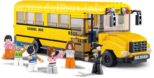 Das Werbefoto suggeriert einen gelben Schulbus, die Bausteine sind aber rot-orange.