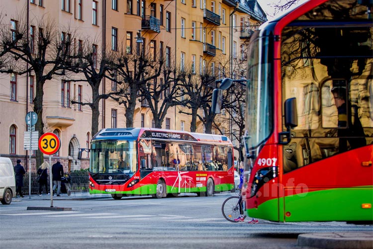 Stockholm: Erste Elektro-Hybridbus-Linie