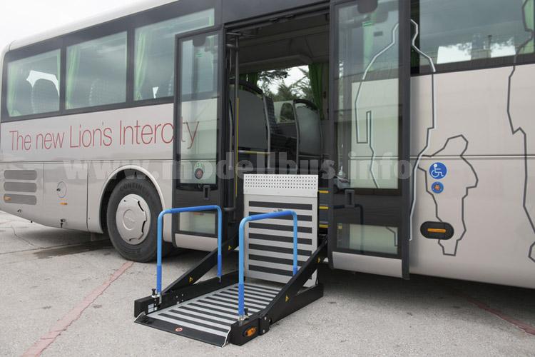 Optional sind eine doppelbreite Tür in der Mitte und auch ein Hublift erhältlich.