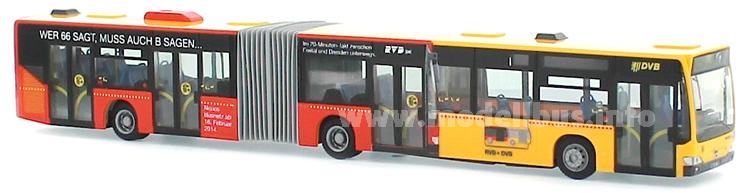 Ein roter Bus auf einem gelben Bus. Wer 66 sagt, muss auch B sagen...