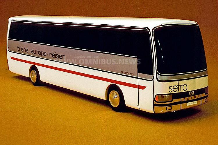Der Kässbohrer Modellbus im Maßstab 1/10 zeigt eine Entwicklungsstudie der Baureihe 200.