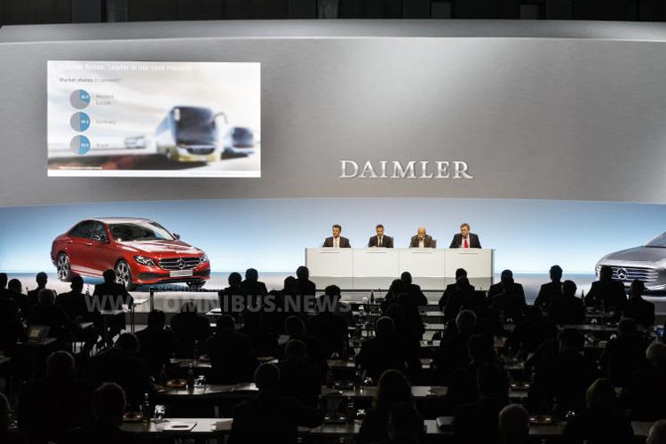 Bestwerte für das Jahr 2015 - Daimlers Stern strahlt. Foto: Daimler