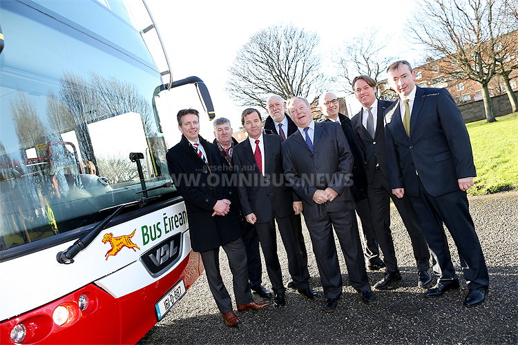 Maurits van Thiel (Business Manager Chassis VDL Bus & Coach), Joe Neiland (Chief Mechanical Engineer Bus Éireann), Herrn P.W.A. Schellekens (niederländischen Botschafter in Irland), Gay Farnan (Service Manager DAF Distributors Ireland), Bruce Archer (Sales Manager DAF Distributors Ireland), Tim Gaston (Director of Public Transport Services National Transport Authority), Marcel Jacobs (Sales Director VDL Bus & Coach) und Martin Nolan (CEO Bus Éireann).
