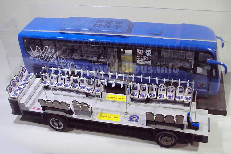 Handgefertigtes Unikat: BRT-Solobus im Maßstab 1/20. Foto: Nur Kholis