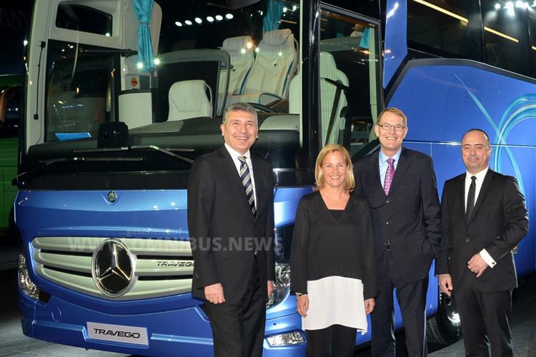 Hartmut Schick und Britta Seeger bei der Präsentsation des neuen Travego SHD in der Türkei. Foto: Daimler