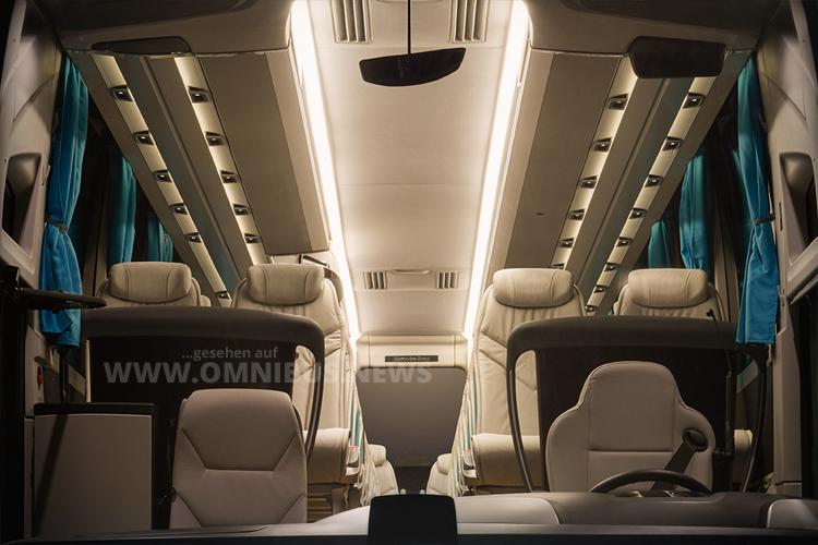 Größere Gepäckablagen und... Foto: Daimler