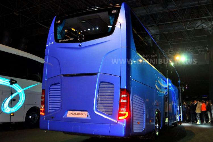 Typisch für Euro VI ist die Heckgrafik, die bei bei den Bussen von Daimler Buses schon länger gibt.