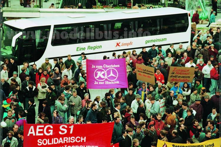 Februar 1995: Die Ulmer Öffentlichkeit demonstrierte friedlich ihren Willen zur Fusion von Mercedes-Benz und Kässbohrer.