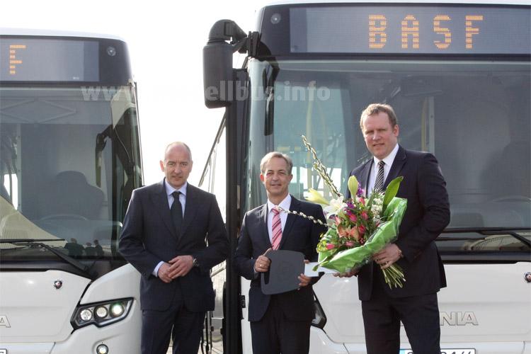Bernd Baader, Geschäftsführer Motoren Baader Vertriebs- und Instandsetzungs GmbH, Frank Koschatzky, Direktor Verkauf Busse, Scania Deutschland Österreich, und Lars Kongsbak, Geschäftsführer BRH ViaBus GmbH.