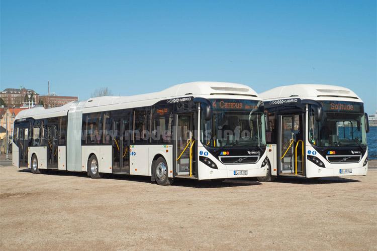 Hybrid-Gelenkbusse auf großer Fahrt