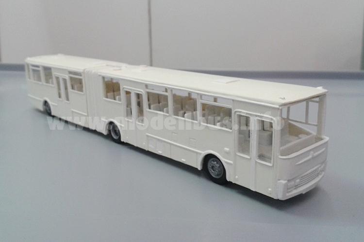 Auch Oldtimer sind neu im Angebot: Ein Neoplan N 420 und ein Büssing BS 110 V.