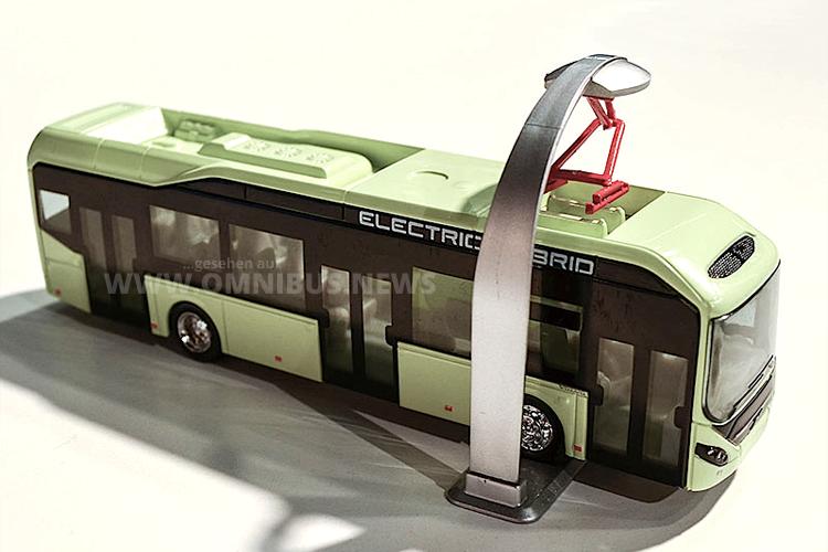 Motorart verkleinert 87-fach den Elektro-Hybrid 7900 von Volvo und bildet auch den Pantographen nach.