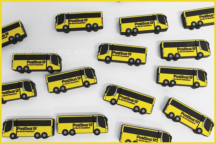 Ab sofort im Postbus-Onlineshop bei Amazon erhältlich: Der kleine Postbus als USB-Stick. Foto: Postbus