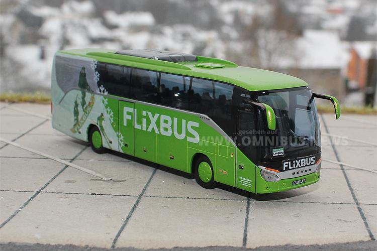 Einzelstück: Handgefertigter FlixBus-Skibus im Maßstab 1/87 von Markus Hölzl. Foto: Hölzl