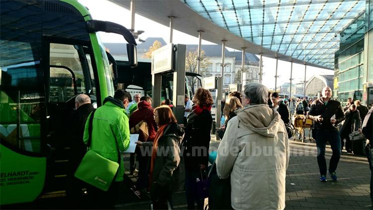 Die Zentralen Omnibusbahnhöfe, wie hier in Hamburg, sind dann an allen Werktagen sehr gut besucht...