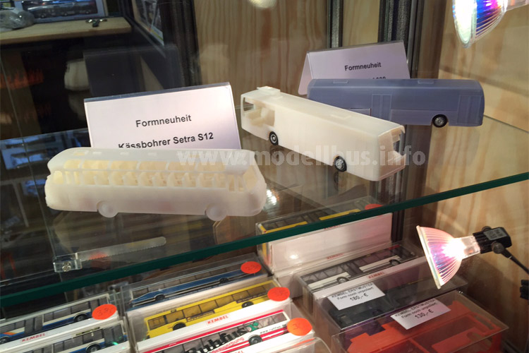 Auf den Kässbohrer Setra S 12 und den Van Hool A 330 muss man noch warten - auf der Intermodellbau gab es nur 3D gedruckte Muster zu sehen.