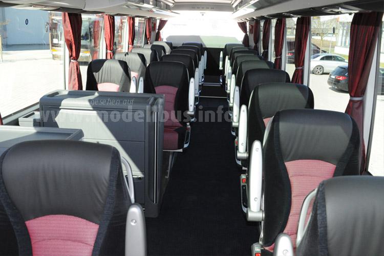 ... den ersten Reisebus der Setra TopClass 500 mit... 2+1-Bestuhlung.