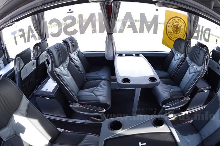 DIE MANNSCHAFT fährt Mercedes-Benz; Blick in den Innenraum.