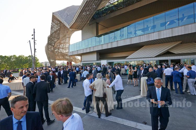 Das Messe bot entsprechendes Ambiente, die Hallen entsprechend Platz für die begleitende Ausstellung.