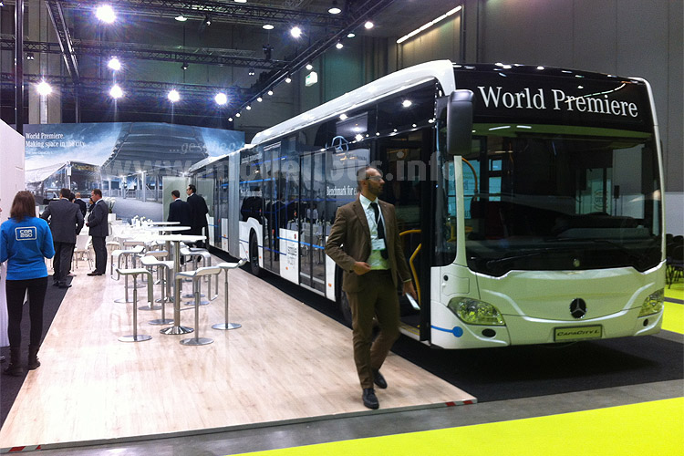 Weltpremiere auf dem UITP-Kongress: Der Mercedes-Benz CapaCity L mit fünf Türen.