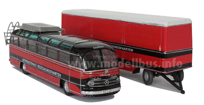 Schon in den 60er Jahren weltweit unterwegs: Ein Mercedes-Benz O 321 mit...