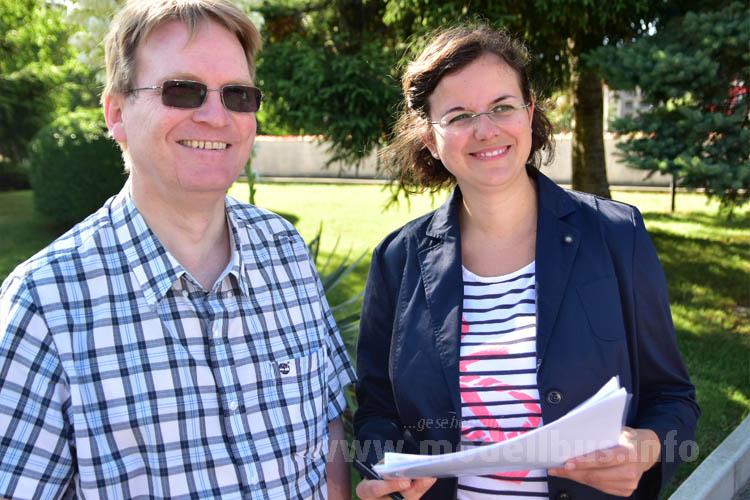Stuart Jones, Vorsitzender der Jury Coach of the Year mit Annekatrin Wieser, Chefredakteurin der Omnibusrevue. Annekatrin Wieser engagiert sich sozusagen neben dem Testen auch noch als Chefsekretärin für die Jury.