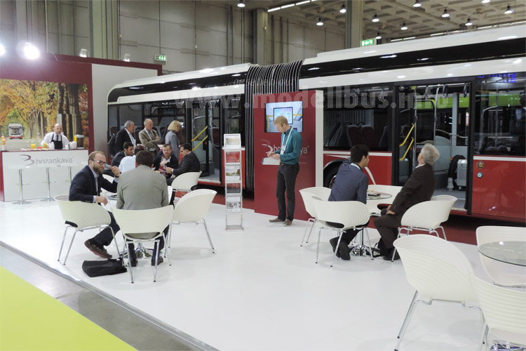 Weltpremiere auf dem UITP-Kongress in Mailand: Der Bozankaya Sileo S18 Elektro-Gelenkbus.
