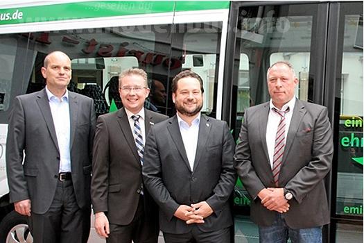 Projektentwickler Christian Klaiber, Bürgermeister Michael Ruf, Minister Alexander Bonde und Omnibusunternehmer Andreas Klumpp.