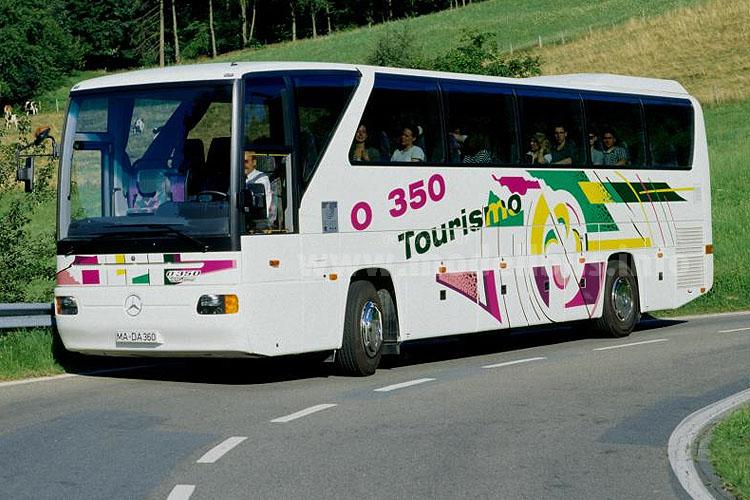 Als O 350 und mit dem Namen Tourismo fährt der Reisebus aus der Türkei vor - ohne dem großen Bruder O 404 Kunden abzujagen.