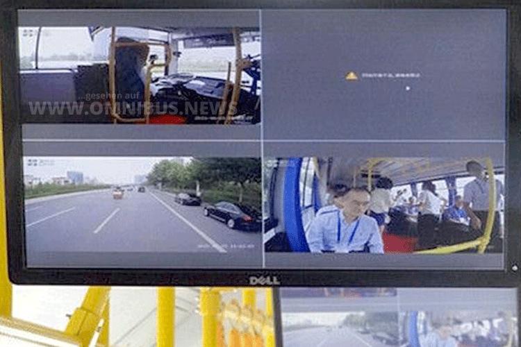 Auf beiden Seiten des autonom fahrenden Busses sind Kameras und Lidar-Sensoren angebracht. Diese versorgen den Zentralrechner mit den erforderlichen Daten für eine sichere Fahrt.